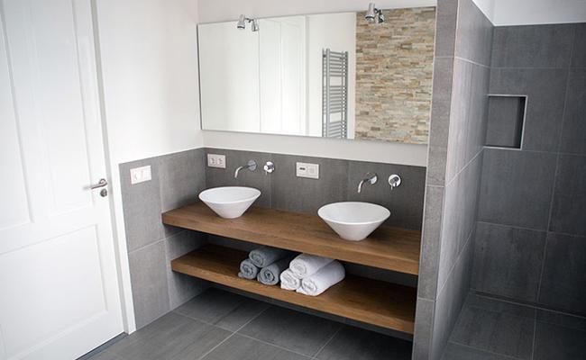 Thêm phần sinh động cho phòng tắm của bạn với những chiếc kệ mở độc đáo
